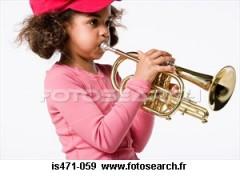girl-jouer-trompette_~IS471-059.jpg